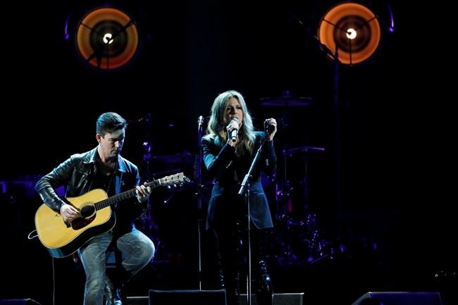 Уилсън пее на концерт в памет на Крис Корнел миналата година.