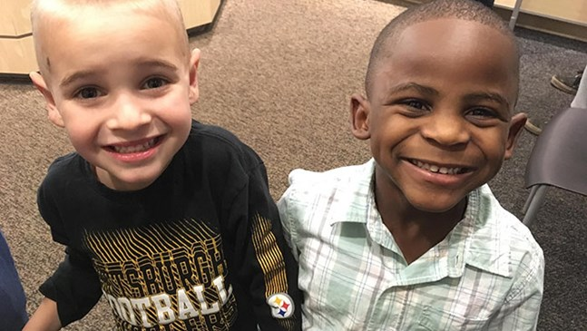 """Тези 5-годишни приятели се подстригаха еднакво, за да """"объркат"""" своя учител"""