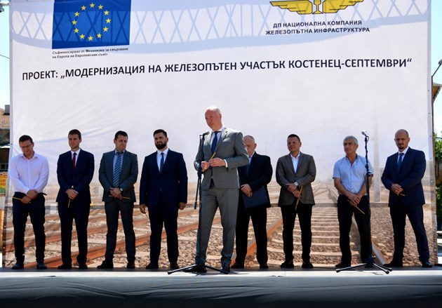 Близо половин милиард лева ще се инвестират в жп участъка Костенец - Септември