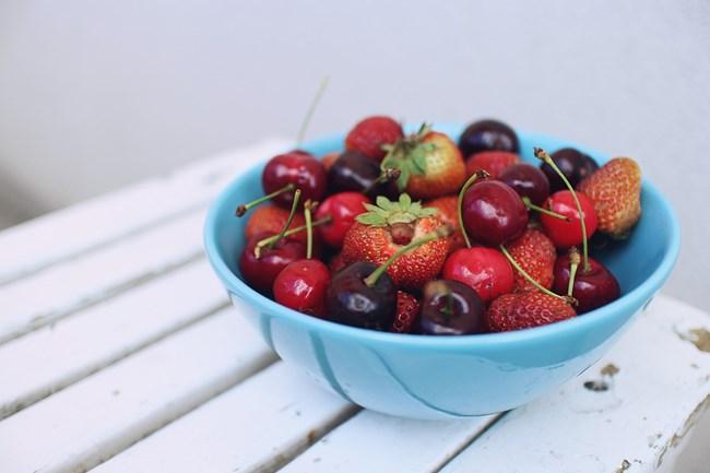 Кило ягоди и череши на ден стигат за всички хранения по време на диета.