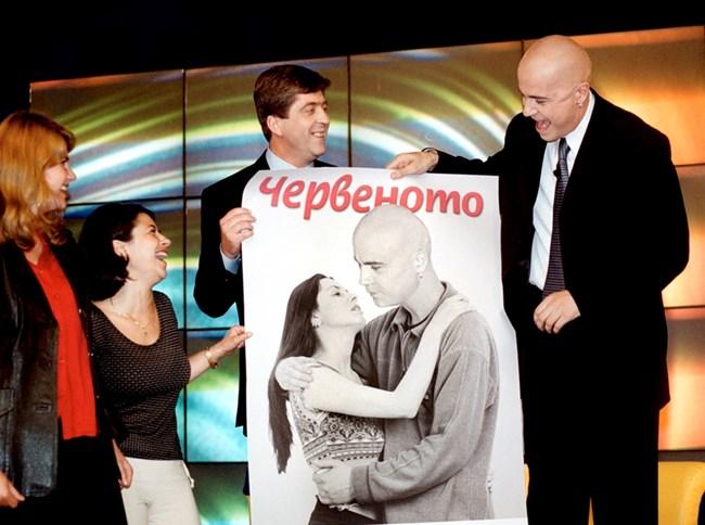 За участието си в шоуто Георги Първанов е подготвил тематичен плакат за Слави на 15 юни 2001 г.