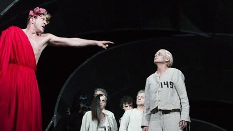 Деян Донков блести в зрелище номер едно на Народния театър