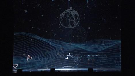 """Впечатляващият аудио-визуален концерт """"Между два свята"""" свърза класиката и космоса"""