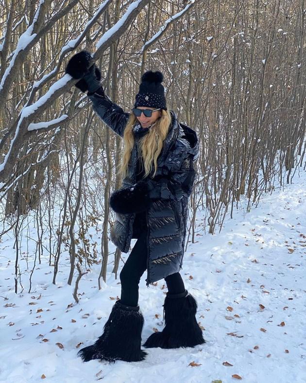 Зейнеб като Йети в снега