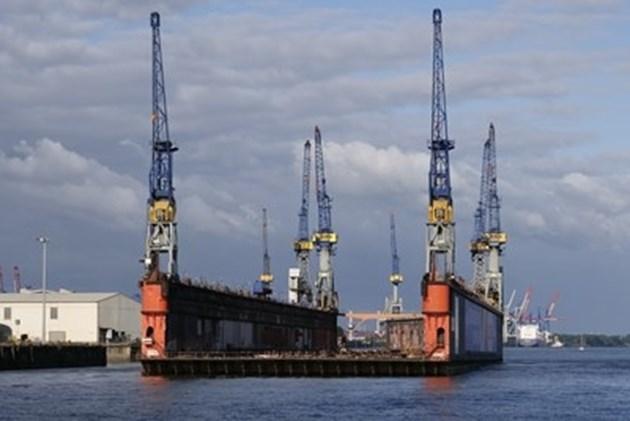 Руски военни кораби издирват пилота на изтребител, паднал в Черно море