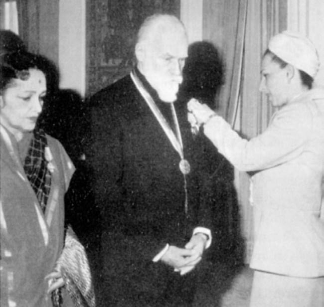 1978 г. Людмила Живкова обявява Святослав Рьорих за почетен доктор на Великотърновския университет