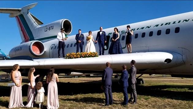 Сватба върху крило на Ту-154
