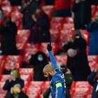 """""""Арсенал"""" прие 2000 фенове  с маски и термометър"""