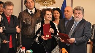 Клаудия Кардинале разглежда ларгото по покана на Вежди Рашидов