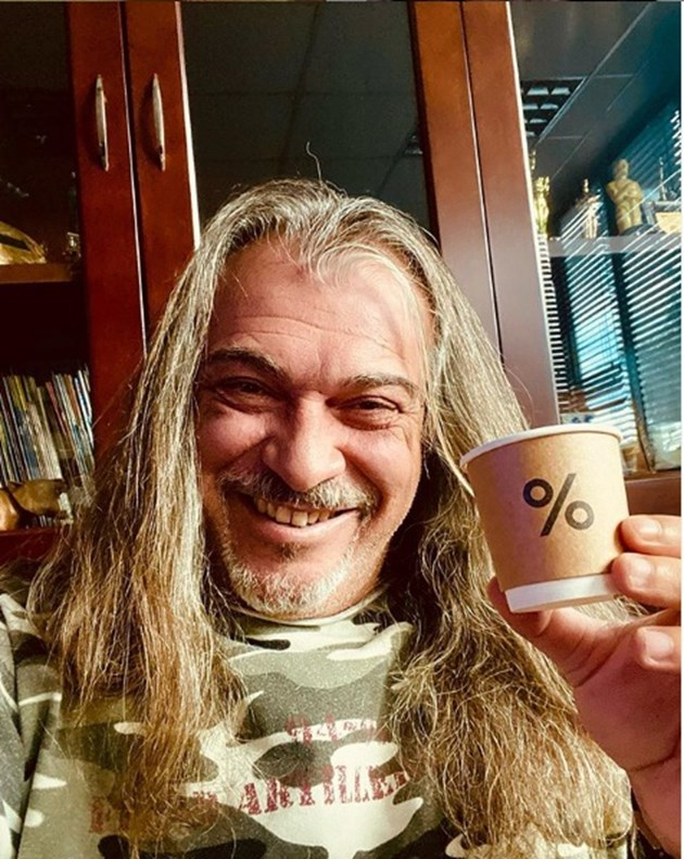 По 10 кафета пие Халваджиян