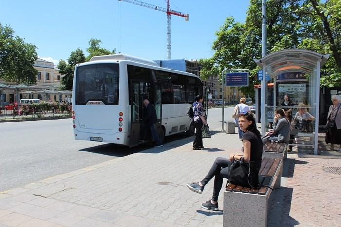 Пътниците в неделния ден няма да могат да се информират от таблата на спирките кога идва транспортът им.