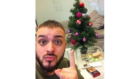 Криско пее по телевизиите за Коледа и Нова Година