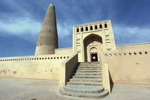 """Джамията """"Емин минаре"""" носи името на прочут генерал, управител на Турфан, и е построена от сива му Сюлейман през 1777 г."""