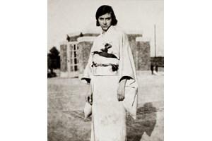 Люба в японско кимоно