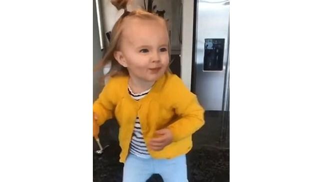 2-годишно момиченце взриви социалните мрежи, танцувайки като Бионсе (Видео)