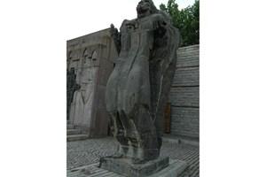 Паметникът на цар Самуил в крепостта е една от най-внушителните творби на скулптора проф. Борис Гондов. Сн. Тони Маскръчка