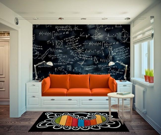 Малката площ е наложила нестандартни решения, като дивана от възглавници върху комбинация от шкафчета