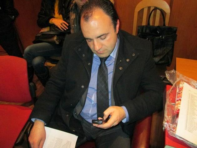 Кметът на Костенец разследван за афери с ремонти