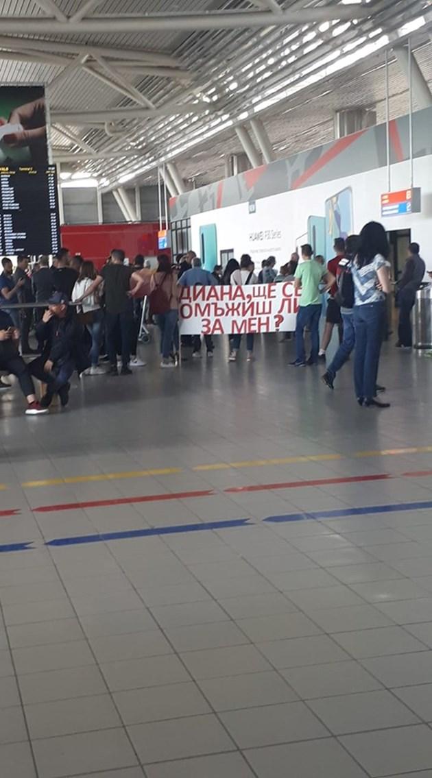 Предложение за брак на летище София