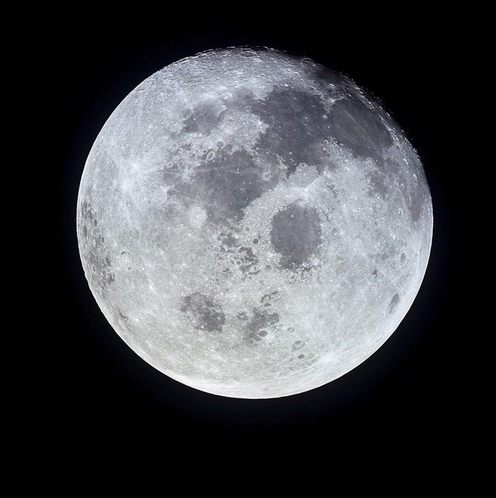 НАСА търси лед на Луната