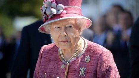 Кралица Елизабет Втора на 93 години (Снимки)