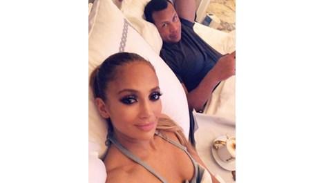 Дженифър Лопес и Алекс Родригес на романтично кафе в леглото