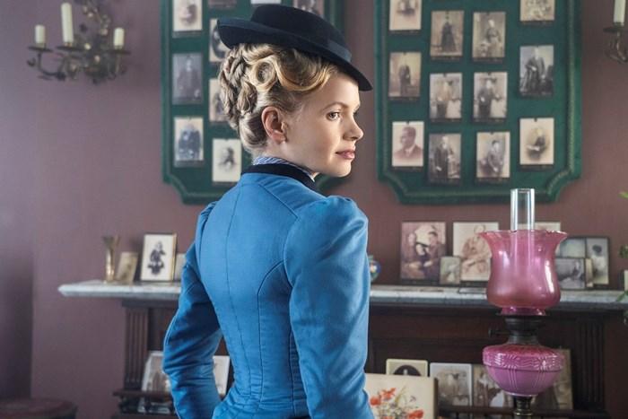 Кейт Филипс като Елайза Скарлет