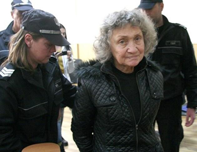 Затвор за Веска, удушила мъжа си