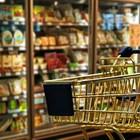 Служител съди супермаркет за изпускани в лицето му стомашни газове