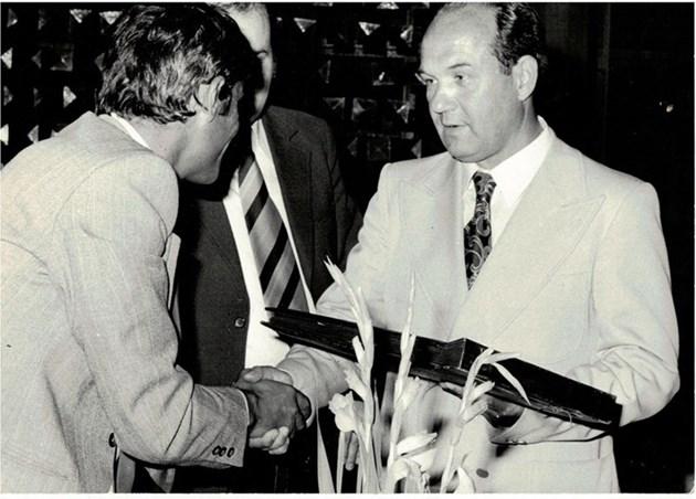 Недялко Донски (вдясно) ръководи футбола през 60-те години