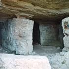 Свещеници служат в пещера