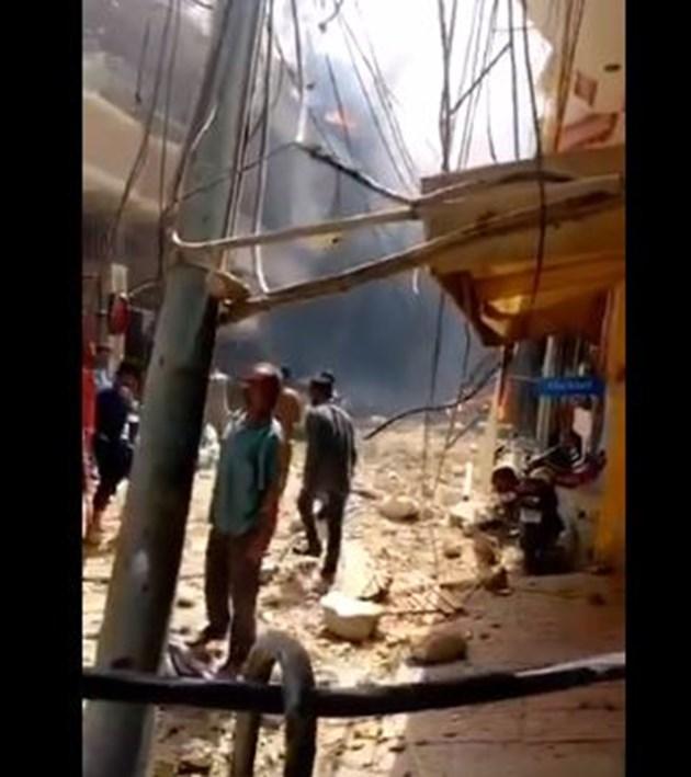 Самолет на пакистанските авиолинии с над 100 души на борда се разби в жилищен квартал в Пакистан (Снимки и видео)