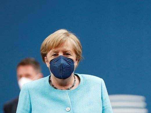 Меркел пред Бундестага: Да сътрудничим с Турция, дори да имаме различия