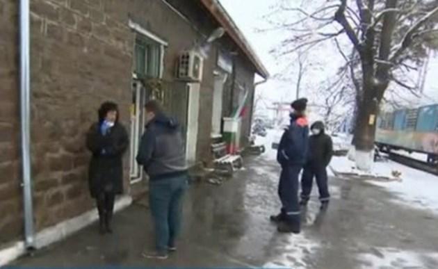 След смъртен случай от коронавирус:  Тревога обзе гара Илиянци
