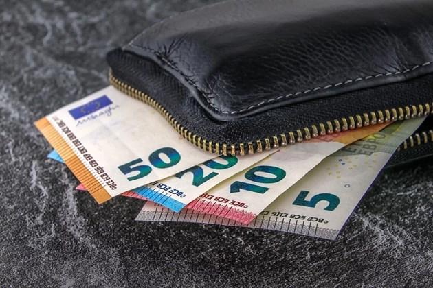 Открадната е чанта с близо 150 000 лв. от кола в София