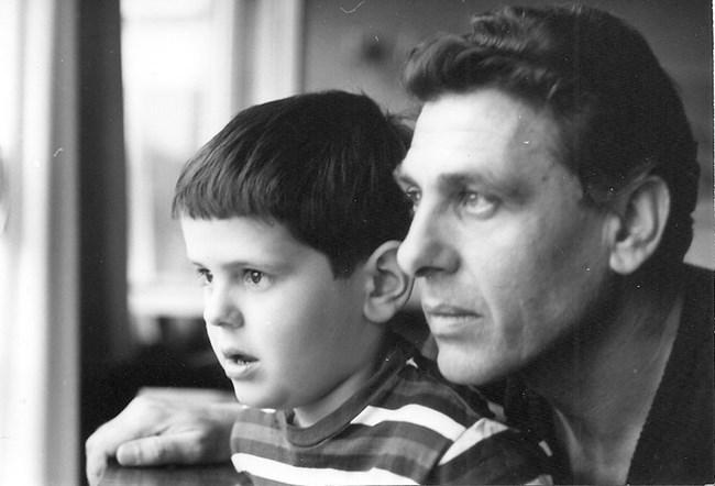 Момчил Карамитев заедно с баща си Апостол Карамитев. Снимка: Фейсбук